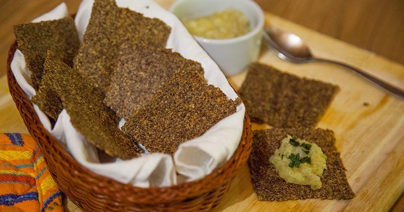 Crackers-di-semi-di-lino-e-parmigiano