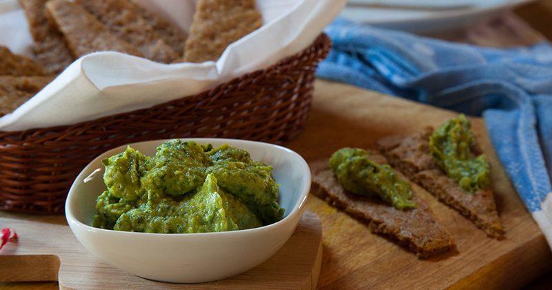 Salsa di avocado e basilico con piadina