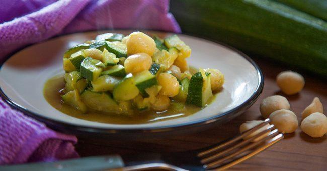 Zucchine-e-macadamia-saltate