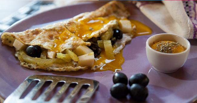 Colazione proteica, omelette di finocchi e olive