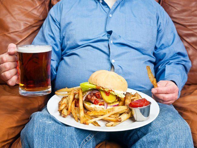 Il cibo spazzatura è tra le prime cause di alti livelli di cortisolo