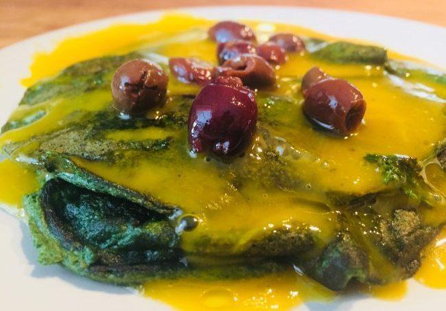 Crespelle agli spinaci con salsa al tuorlo