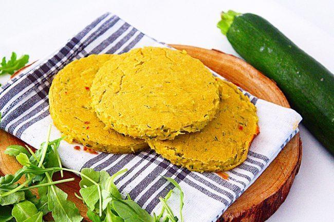 Medaglioni di ceci e zucchine al curry