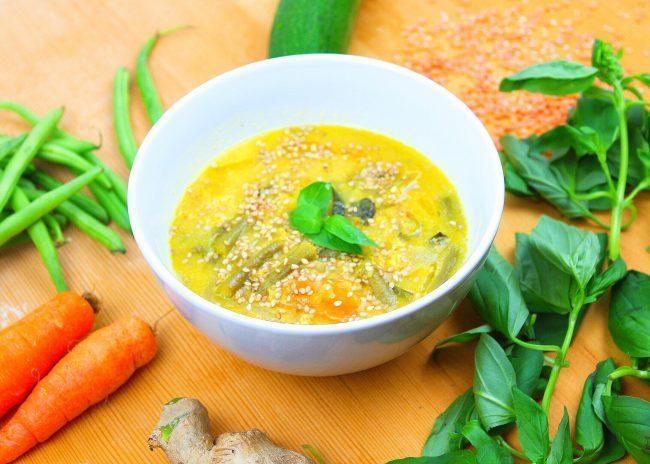 Ricette chetogeniche, zuppa thai alle verdure