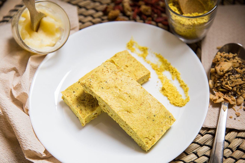 Colazioni proteiche dolci, barrette proteiche al golden milk