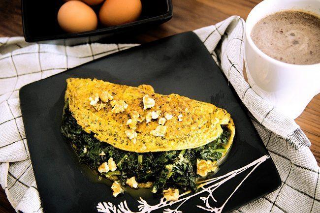 Colazione salata proteica, omelette agli spinaci