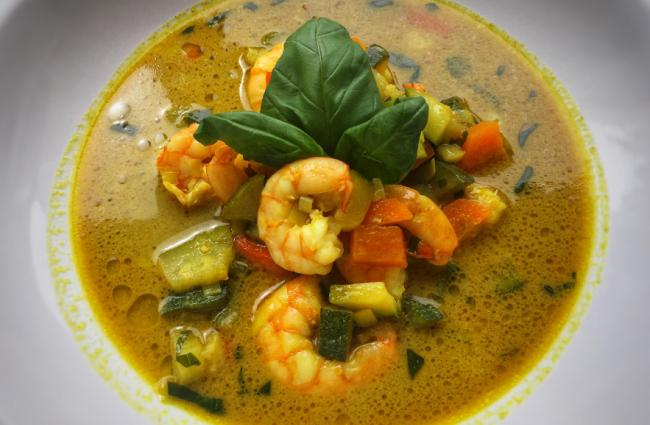 Zuppa mazzancolle, verdure e latte di cocco