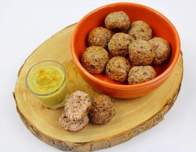 Ricette di carne, polpette di vitello ai funghi con crema di carciofi al curry