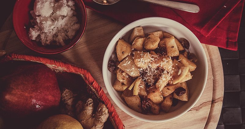 Frutta spadellata con burro di cocco e zenzero